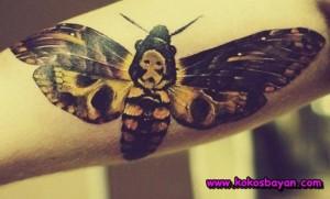 kolda renkli kelebek dövme
