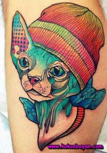 renkli şapkalı kedi dövmesi
