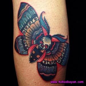 renkli kelebek kuru kafa dövme