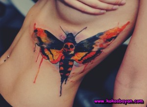 Kelebek ve kuru kafa dövmeleri