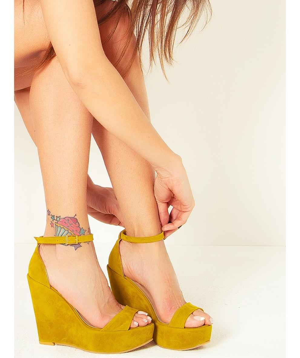 sarı süet dolgu topuk sandalet
