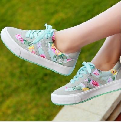 çiçek desenli spor ayakkabı