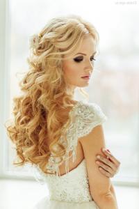 dalgalı uzun gelin saçı modeli