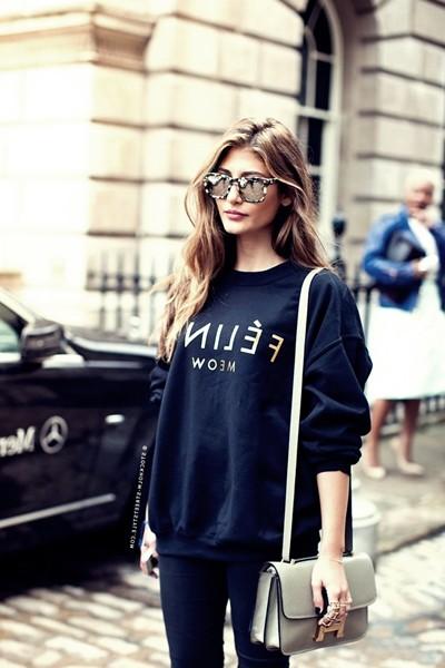 kadın siyah sweatshirt kombin