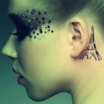 Dövmede yeni trend kulak dövmeleri