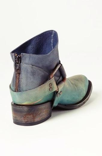 mavi taşlanmış kısa kadın bot