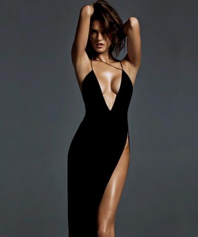 siyah askılı derin yırtmaçlı elbise