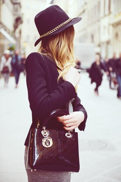 siyah blazer ceket gri etek kombin