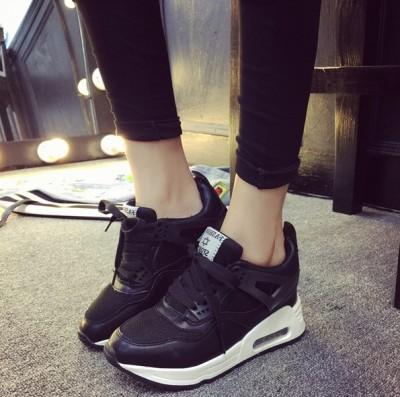 siyah dolgu topuk kadın spor ayakkabı