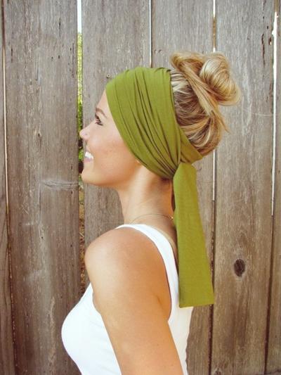 yeşil saç bandı