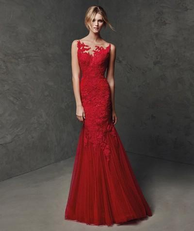 kırmızı dantel işlemeli uzun abiye elbise