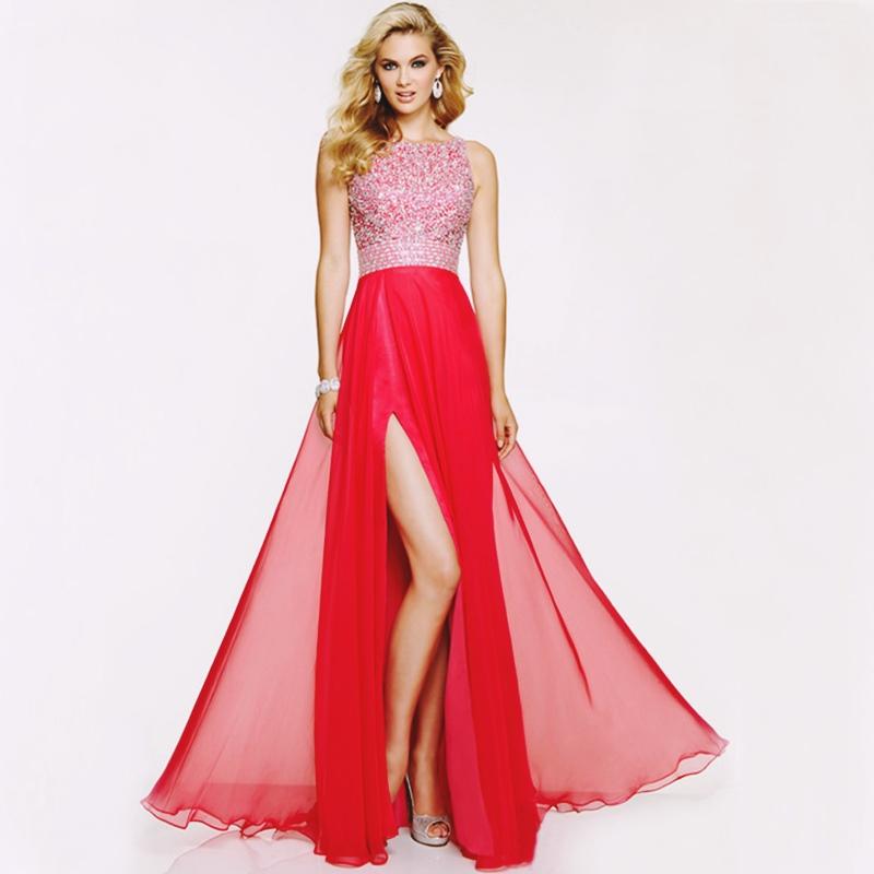kırmızı yırtmaçlı uzun abiye elbise
