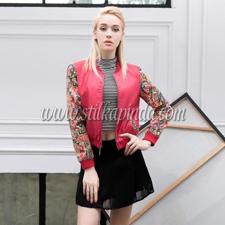 kolları desenli kırmızı kısa deri ceket