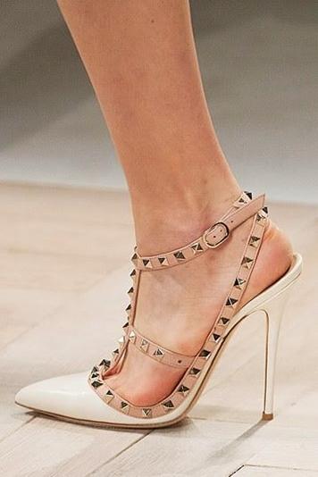 beyaz krem stiletto valentino topuklu ayakkabı