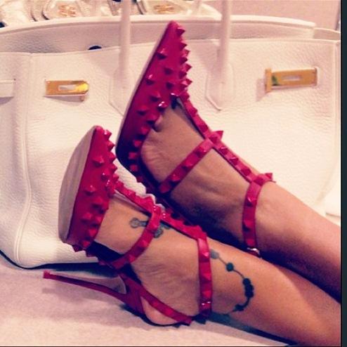 kırmızı stiletto ayakkabı valentino topuklu ayakkabı