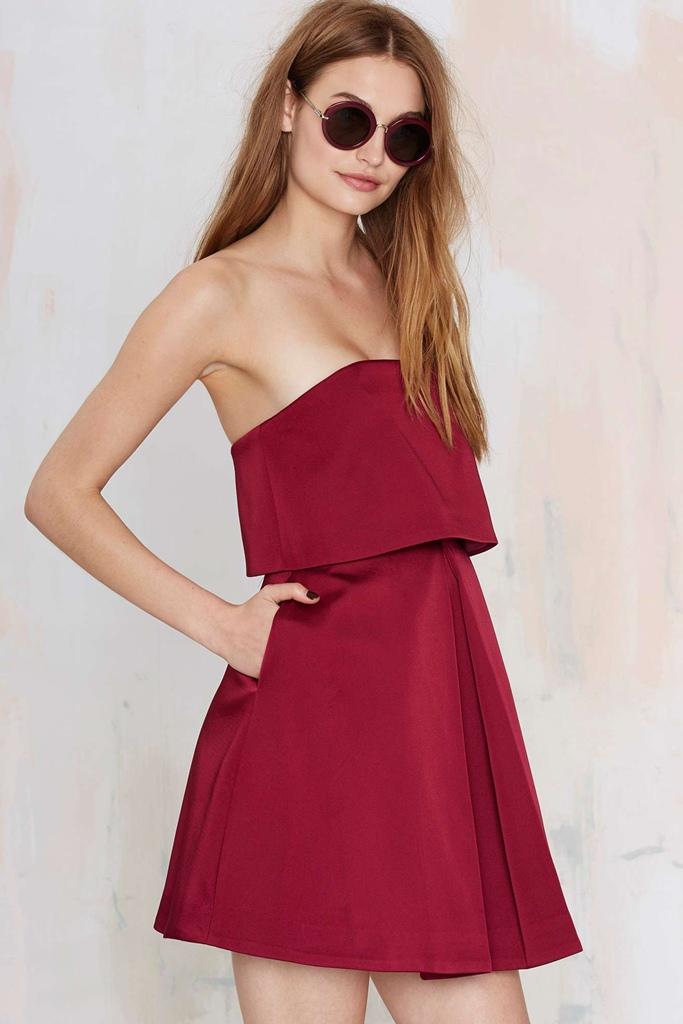 bordo mini straplez elbise