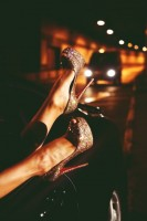 altın sarısı parlak christian louboutin yüksek topuk ayakkabı
