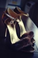 altın sarısı tüylü bantlı gece ayakkabısı gucci kadın