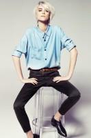 androjen tarzı kareli pantolon mavi gömlek kombini
