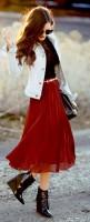 beyaz-ceket-kırmızı-etek-kombini