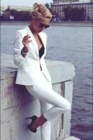 beyaz pantalon kadın blazer ceket gözlük