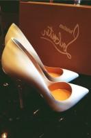 beyaz yüksek topuklu christian louboutin kadın ayakkabısı