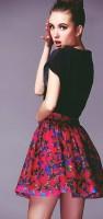 desenli mini etek siyah tshirt moda tarz kadın stil