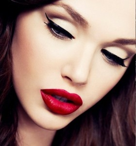 eyeliner sürmek 2