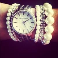 gümüş kadın kol saati takı kombini Michael kors