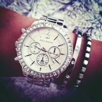 gümüş rengi taşlı kadın kol saati Michael kors