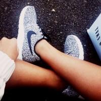 gri beyaz kadın nike spor ayakkabı