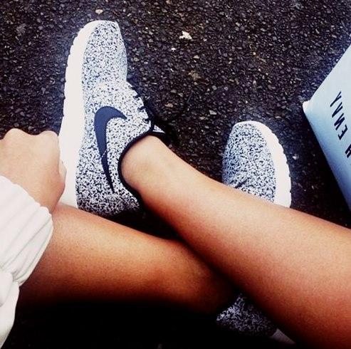 hot sale online b1ef8 f426f gri beyaz kadın nike spor ayakkabı