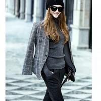 gri kaban gri triko kazak kadın siyah pantalon dar gözlük
