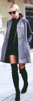 gri uzun ceket kaşe mont kadın siyah mini elbise diz üstü çizme bot süet