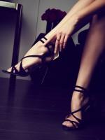 ince bantlı yüksek topuklu siyah kadın ayakkabısı