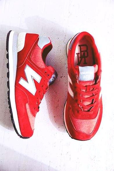 kırmızı beyaz new blance kadın spor ayakkabı