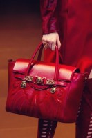 kırmızı deri büyük kol çantası versace