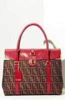kırmızı kahve desenli kol çantası fendi
