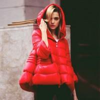 kırmızı kapüşünlu şişme ceket mont kadın ceket