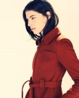 kırmızı kuşaklı kışlık kemerli ceket kaban