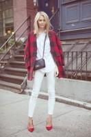 kırmızı siyah kadın ekose gömlek beyaz dar paça pantalon