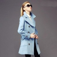 kadın açık mavi palto kaban kaşe siyah gözlük moda