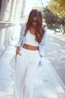kadın beyaz göbeği açık badi kazak top crop buz mavisi ceket blazer beyaz bol paça pantalon