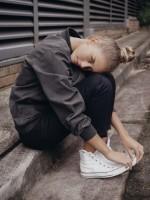 kadın-spor-ceket-pantalon-ayakkabı-converse-tarz-moda