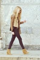 kahve krem deri ceket kadın siyah dar pantalon taba topuklu ayakkabı