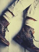 kahverengi bağcıklı kısa bot çizme