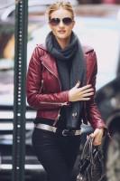kahverengi deri ceket kadın şal atkı siyah pantalon