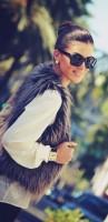 kahverengi kadın kürk yelek krem kazak triko gözlük