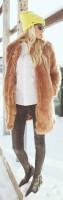 kahverengi uzun mont ceket kürk siyah dar pantalon kadın topuklu ayakkabı