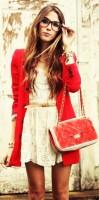 krem dantelli kısa elbise kırmızı ceket kombini